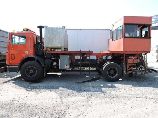 2001 MACK Line-Painting Truck