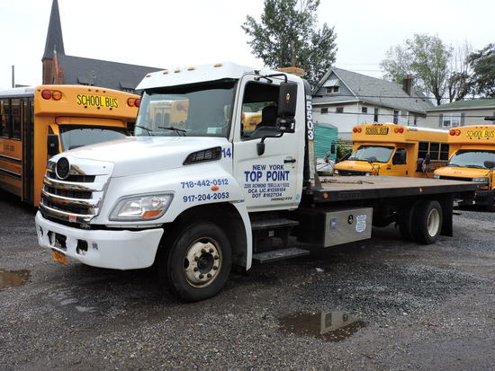 2009 HINO 258 Regular Cab Flatbed Tow Truck - Jerr-Dan Bed & Wheel-Lift