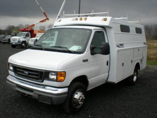2004 Ford E350 Enclosed Utility Body