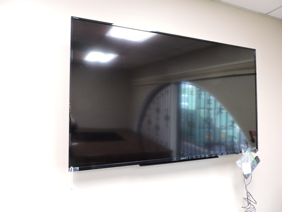 """SONY Bravia 60"""" Flat Screen TV / Monitor  KDL-60R510A  with Wall Mount & Remote"""