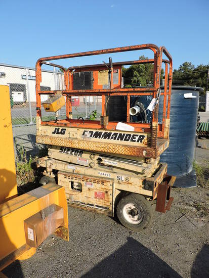 JLG Commander Man Lift Scissors-Style / 500LBS