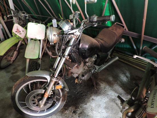 Non-Running YAMAHA Street Bike - Appears Complete