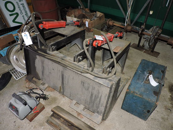 Hydraulic Grapple Bucket for Skid Steer - Fits on the BOBCAT in Lot 8