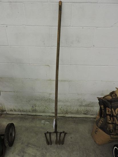 Vintage Hoe / Garden Tool