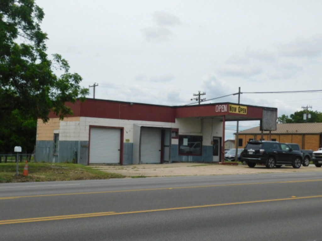 COMMERCIAL REAL ESTATE OFFERING- GIDDINGS, TEXAS