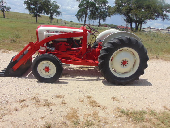 FORD 801 FORD DIESEL LOADER TRACTOR