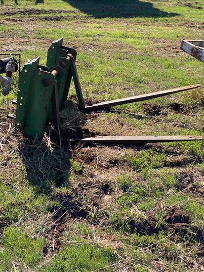 *SOLD*  Green Pallet  Forks 4-5 ft