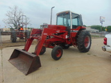NOT SOLD INTERNATIONAL 886 TRACTOR WITH LOADER EZEE-ON 2000