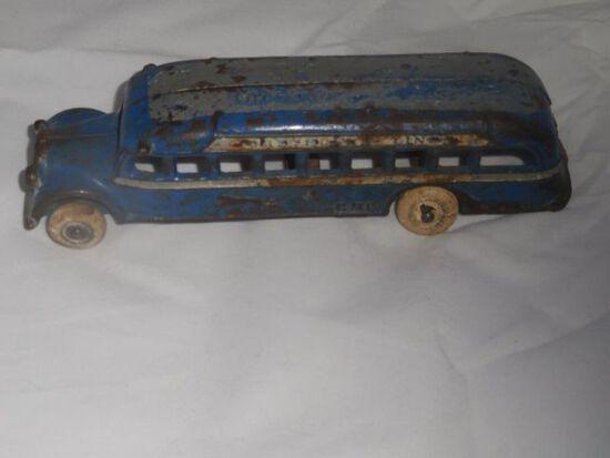 """Greyhound"" Cast Iron Bus –loose wheel"