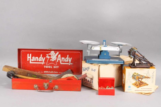 Handy Andy Tool Set, Pelouze Scale & Toy Speerschleuder