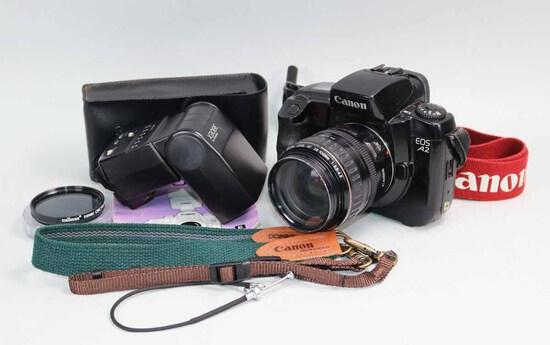 Canon A2 SLR 35mm Camera w/ Flash, Ca. 1990's