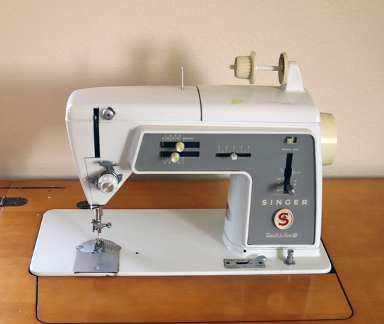 Singer Touch & Sew Sewing Machine Model 600 w/ Cabinet