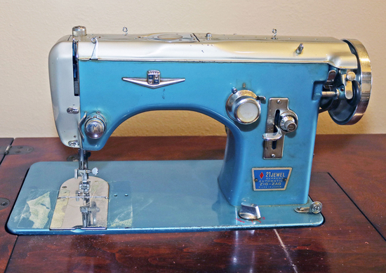 Wards Sewing Machine Model URR 787