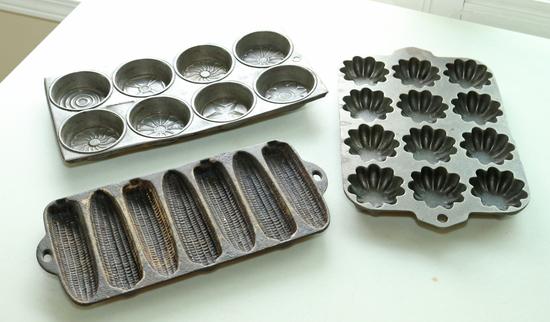 Griswold 140 Turks Head Muffin Pan, Corn Bread  & Small Cake Pan