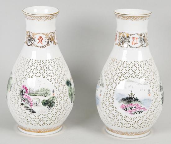 Wusih Chinese Latticework White Vase w/Gold accents