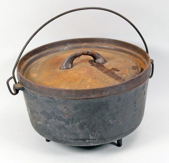 #8 Cast Iron Pot w/ Lid