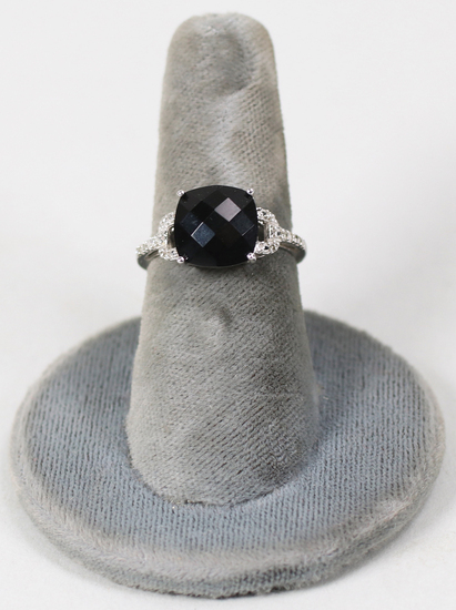 10K White Gold Ring w/Black Onyx Colored Faceted Stone, Sz. 7 - 2.8 Grams