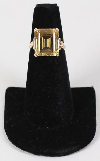 10K Ring w/ Large Yellow Gemstone, Sz. 7.25 - 4.8 Grams