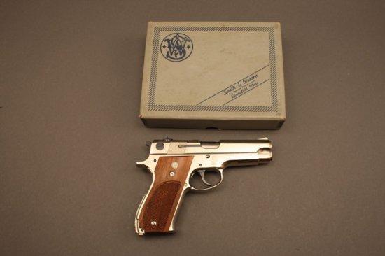SMITH & WESSON MODEL 39-2, 9mm SEMI-AUTO PISTOL