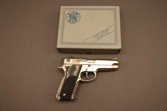 SMITH & WESSON MODEL 59, 9mm SEMI-AUTO PISTOL