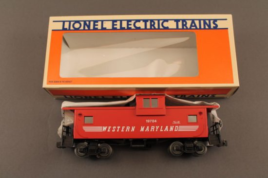 6-19704 LIONEL WESTERN MARYLAND EXTENED VISION CABOOSE W/SMOKE, 1989, NEW I