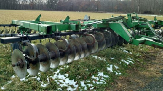 JOHN DEERE 635 DISC, 234 1/2 WORKING WITH REAR HITCH,
