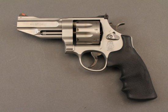 handgun SMITH & WESSON MODEL 627-5, 357 REVOLVER,