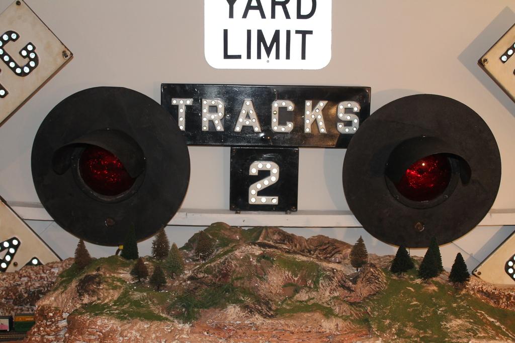 Lot: 2 RAILROAD CROSSING LIGHTS,   Proxibid Auctions