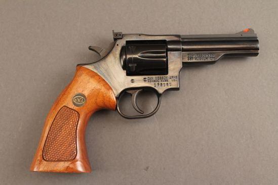 handgun DAN WESSON MODEL 15-2, .357 MAG DA REVOLVER