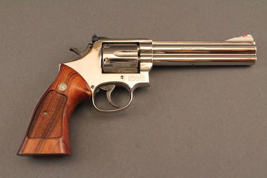 handgun SMITH & WESSON 586 MODEL, 357 MAG CAL, REVOLVER