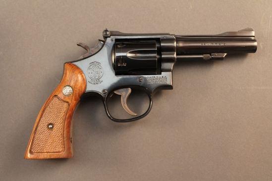 handgun SMITH & WESSON MODEL 48-4, .22 MAG CAL DA REVOLVER, S#96K6215