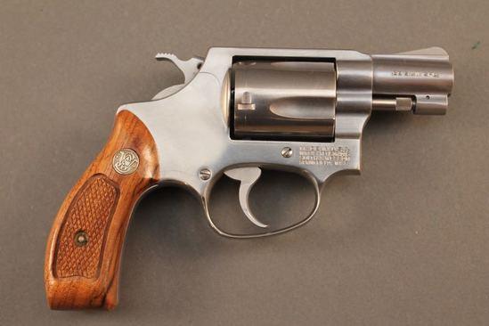 handgun SMITH & WESSON MODEL 60, .38CAL DA REVOLVER, S#AYB5927