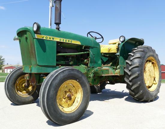 John Deere 2010 Gas Tractor