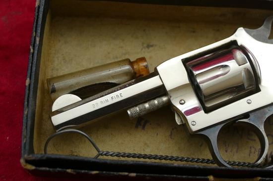 NIB H&R Model 1906 22 Revolver