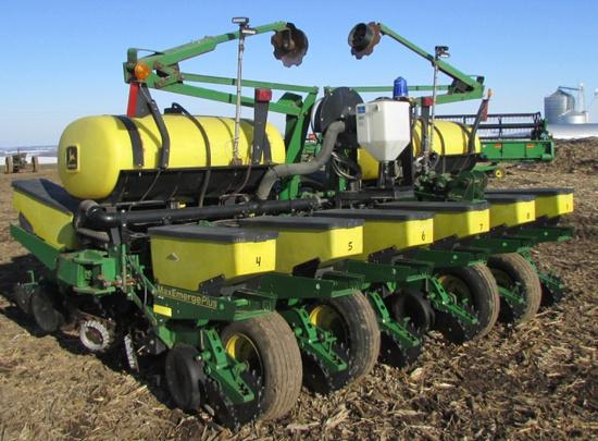 2001John Deere 1760 Max Emerge Plus 12 Row Planter