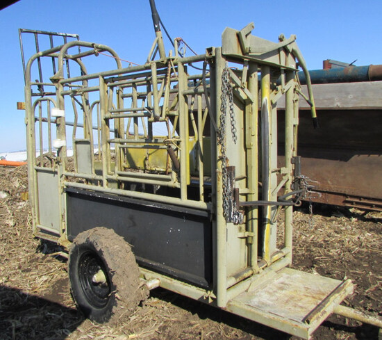Foremost Portable Cattle shoot w/palpation cage