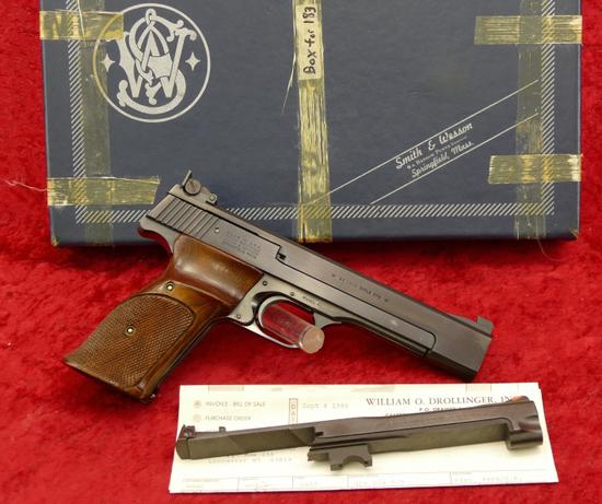 S&W Model 41 22 cal Target Pistol w/extra bbl