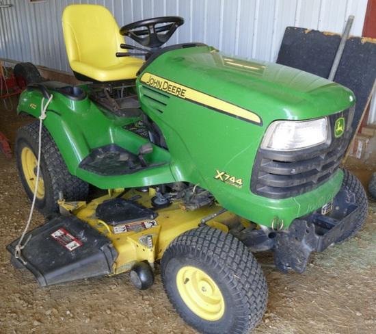 John Deere X744 Ultimate Lawn Tractor