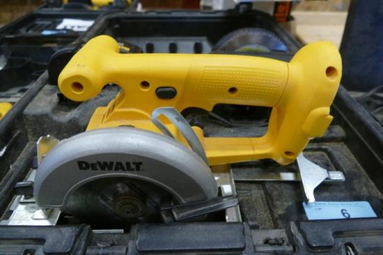 """DeWalt 5 3/8"""" 18v Circular Saw"""