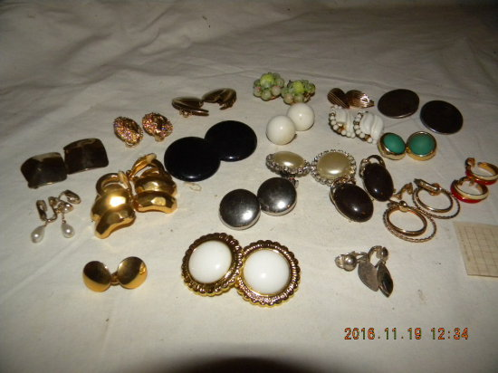 Jewelry = 20 Pair, Clasp Ear Rings.