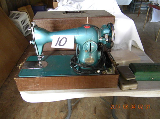 Singer Electric Portable Sewing Machine, Precision, F19527 Model.