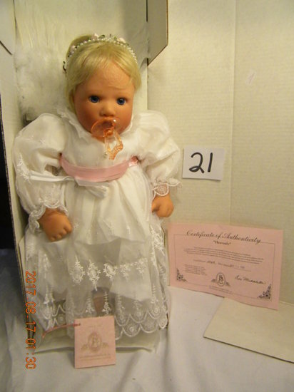 Lee Middleton Original Doll: Heavenly #00200, No Bible