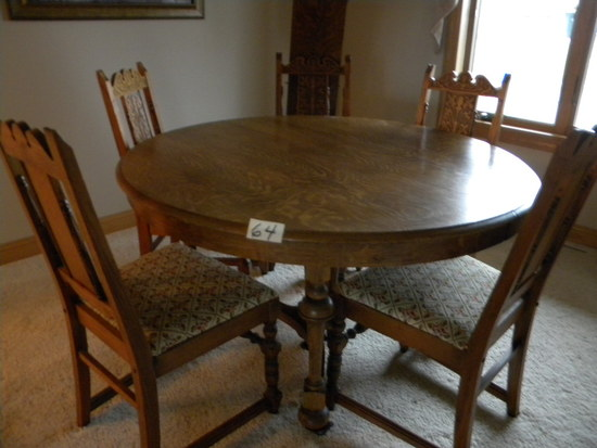 Round Oak Dining Room Table, W/2 Leaves, W/5 Matching Chair.