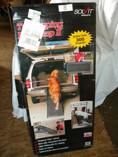 New Telescoping Pet Ramp, Holds Over 300#, Water Proof.