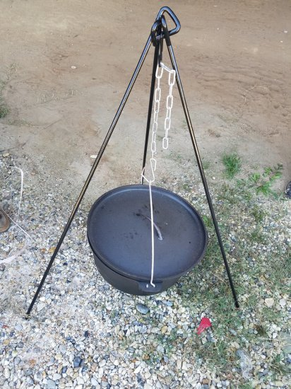 """17"""" Dutch Oven W/ Stand *NEW*"""