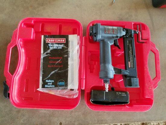 Craftmans16ga Air Nailer/ Stapler W/ Case