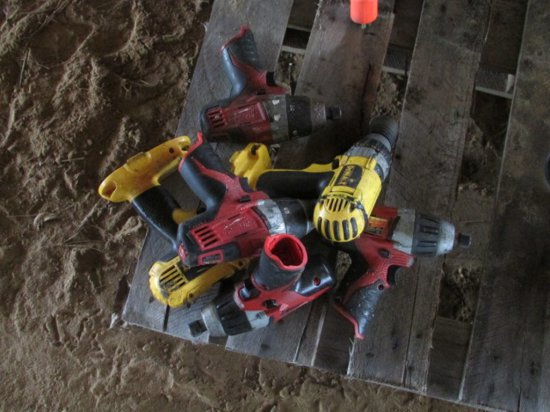 (4) Milwaukee Drills & (2) Dewalt Drills