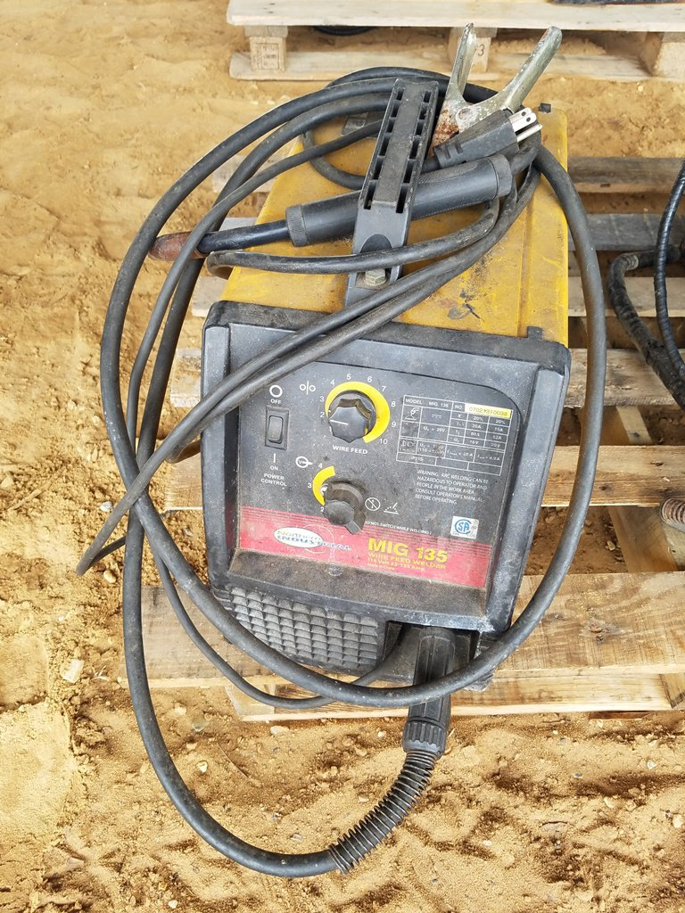 Northern Industrail 135 Mig Welder WORKS