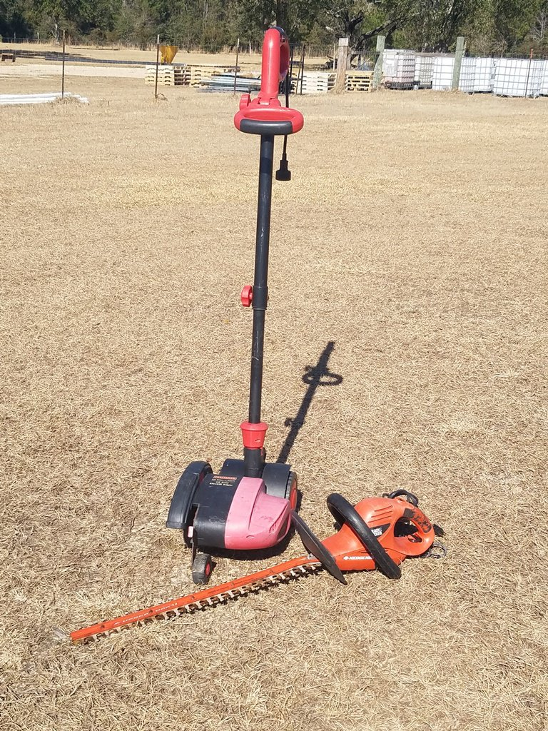 Craftsman Electric Edger & B&D Electric Trimmer