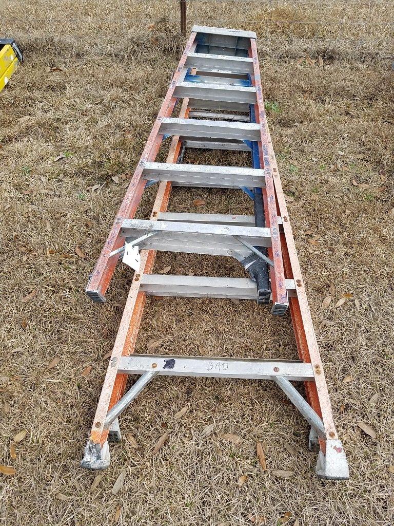 (1) 8ft & (1) 6ft Fiberglass Ladders